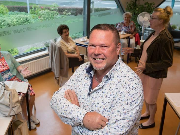 Frederik brengt ouderen bij elkaar: 'We geven mensen koffiebonnen, zodat ze een keer af kunnen spreken'