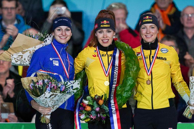 Antoinette de Jong, vergezeld door Melissa Wijfje en Carlijn Achtereekte. Beeld BSR Agency