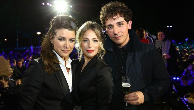 Merel Westrik, Sarah Chronis en zanger Nielson. Beeld ANP KIPPA