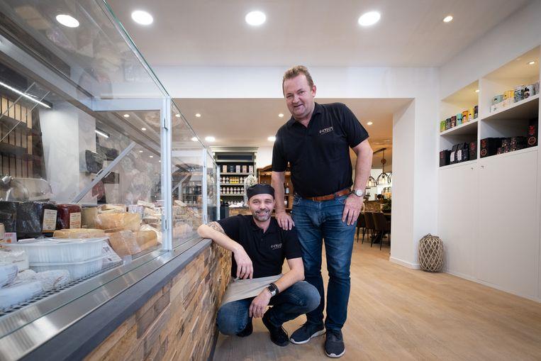 Hans Haesaert en Mario Verbist openen de deuren van 't Kruim in de Boomstraat
