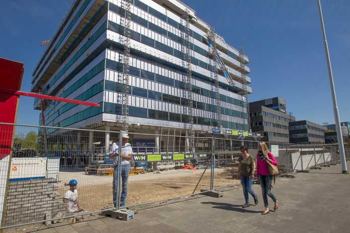 Nieuwbouw voor de Rabobank aan de Fellenoord. In het oude kantoor komt na renovatie de Belastingdienst.