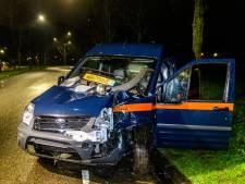 Automobilist naar het ziekenhuis na botsing tegen boom in Raamsdonksveer