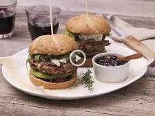 Ce royal burger à la biche et au fromage bleu (facile !) séduira le plus gourmet des gourmands