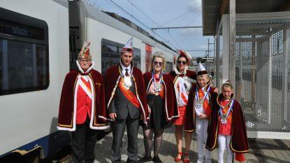 CARNAVAL HALLE: Tano Deloor (10) en Iluna Osselaer (10) aangesteld als Mini Hofmaarschalkenpaar