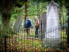 Vriendenstichting gaat begraafplaats-met-die-poort in Apeldoorn nog mooier maken
