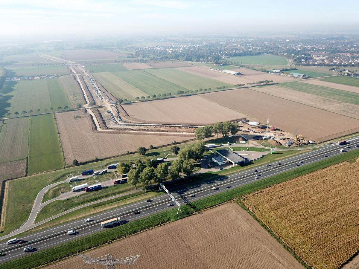 Voorbereidende werkzaamheden voor het nieuwe stuk A15, langs de A12 bij Duiven (archieffoto).