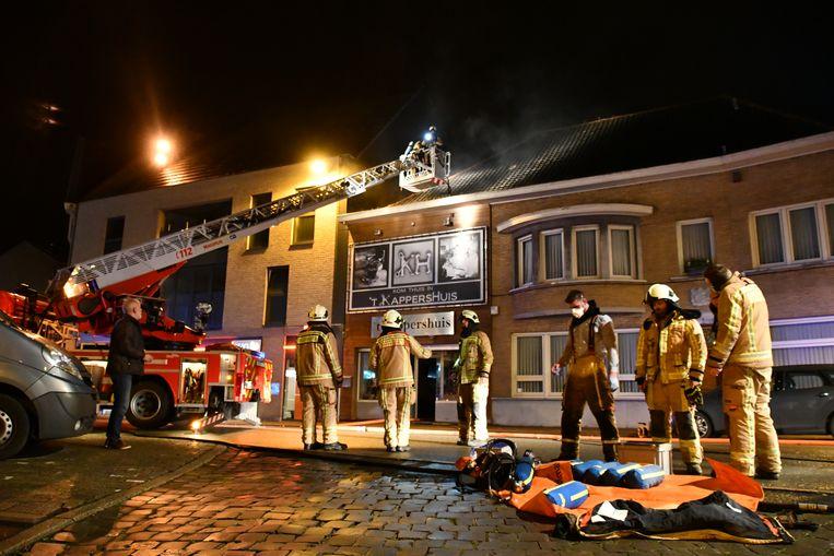De brand woedde zaterdagavond boven 't Kappershuis op de Markt van Torhout.