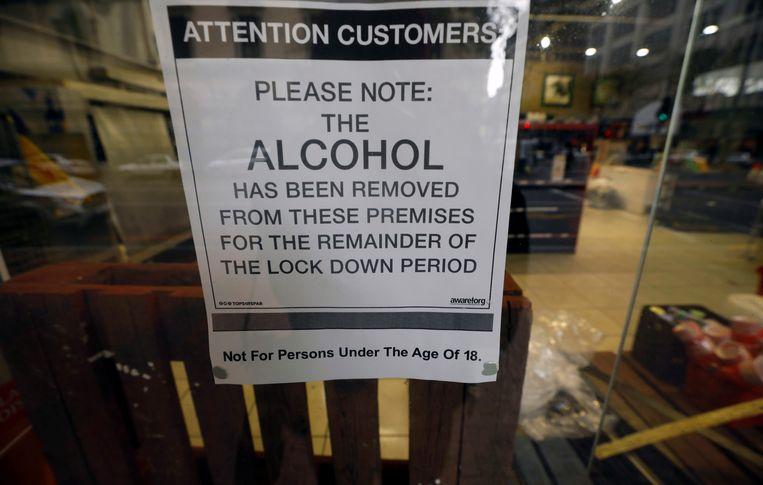 Tijdens de lockdown was de verkoop van alcohol verboden. Vanaf maandag 1 juni is dat weer toegestaan. Beeld Reuters