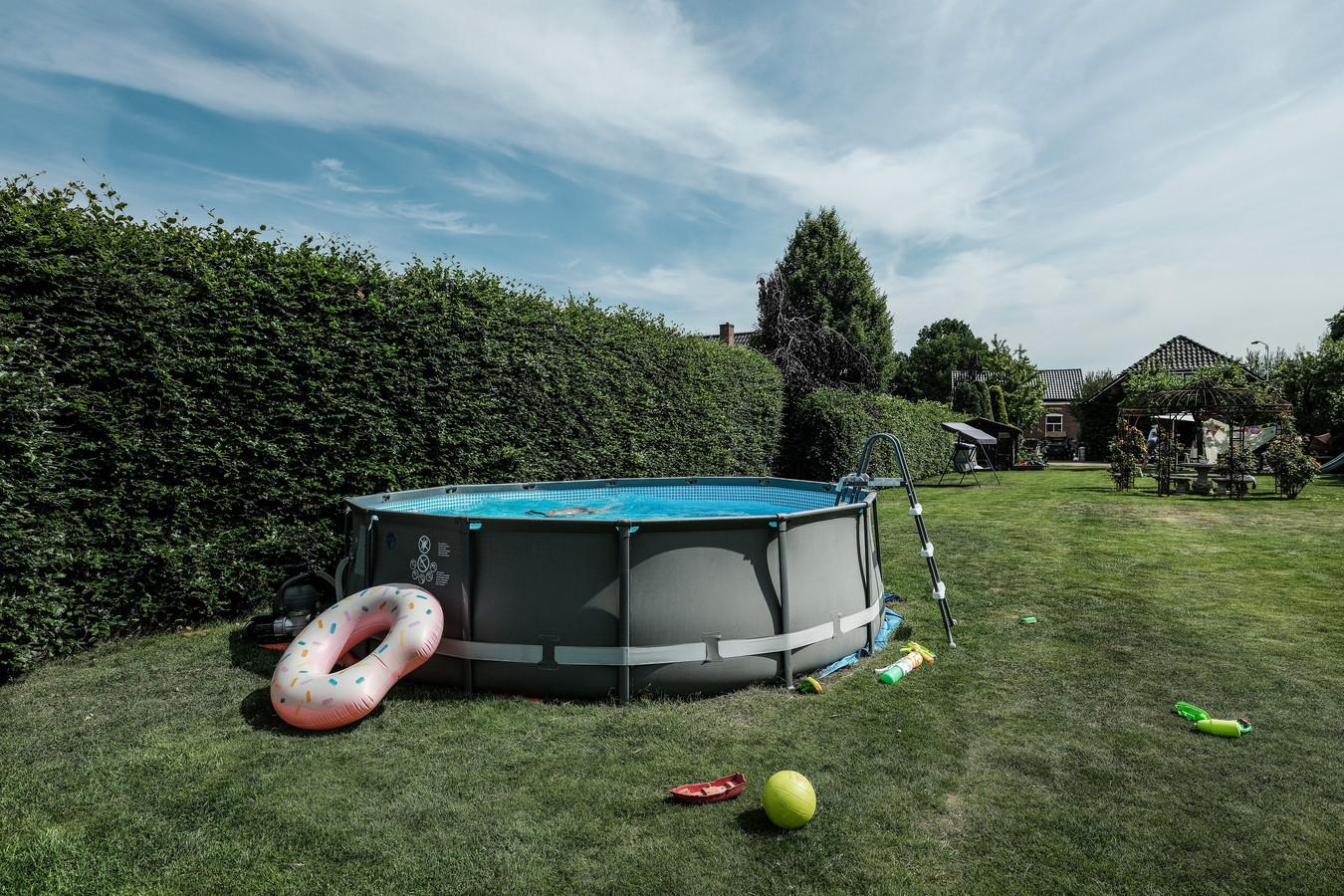 Zwembad in tuin in Gendringen.