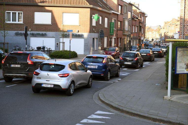 De Gemeentestraat in Kessel-Lo waar de fietser viel op een voorruit.