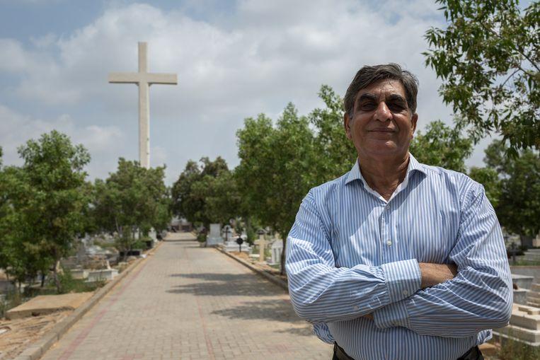 De Pakistaan Parvez Henry Gill haalt zich met de bouw van een enorm kruis de woede van moslimradicalen op de nek. 'Ik wist dat ik er problemen mee zou krijgen.' Beeld Asim Hafeez