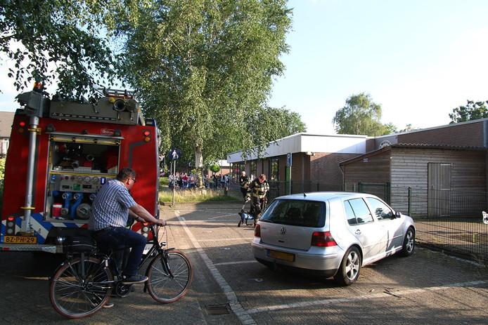 De brandweer heeft de brand bij 't Ogelijn in Boxmeer gedoofd.