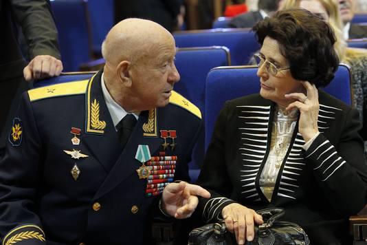 Aleksej Leonov (links op de foto).