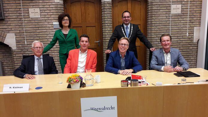 Net voor het zomerreces kreeg het Woensdrechtse college van burgemeester en wethouders van de oppositie een motie van afkeuring aan de broek vanwege het financiële tekort over 2019. De motie werd echter weggestemd.