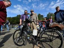 Oude klassieke motoren op schone brandstof op Veteraan Treffen Woerden