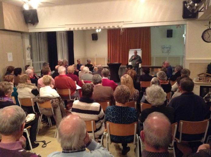 Een bijeenkomst in buurthuis De Korf.