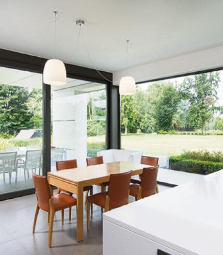 Les tendances pour les fenêtres : fines, grandes et noires
