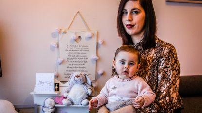 """Fotografen legden geboorte van sterrenkindje vast op beeld, nu zamelt koppel geld in voor Boven de Wolken: """"Door hen blijft de herinnering aan Lilly-May levendig"""""""