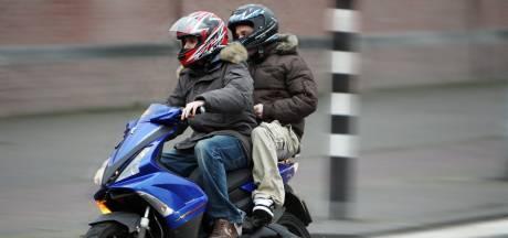 Jongens op gestolen scooter gepakt in Nijkerk, werkplaats voor omkatten ontdekt