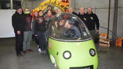 'Groulek Dest' brengt eerste elektrische wagen in stoet