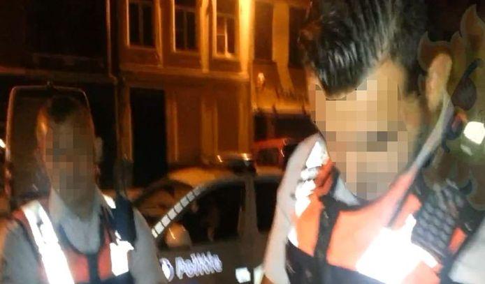 De verdachte agenten, 'Mega Toby' en 'Sproetje', op patrouille in Antwerpen-Noord.