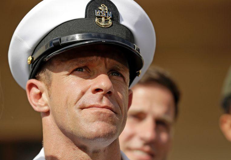 Navy Seals vegen in geopenbaarde getuigenverklaringen de vloer aan met hun teamleider Edward Gallagher die eerder dit jaar in opspraak raakte. Trump verleende hem gratie omdat Gallagher 'een van onze grootste strijders is'.  Beeld AP