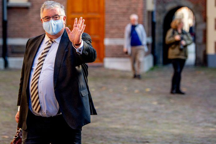 Zijn naam gonst door de wandelgangen van het Utrechtse stadhuis. Maar de vraag is: heeft Hubert Bruls ook gesolliciteerd op de vacante burgemeesterspost in die stad?
