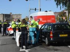 Gewonde nadat auto achterop busje rijdt