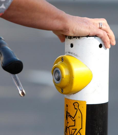 Meisje (13) bij verkeerslicht geschopt en geslagen door volwassen vrouwen in Roosendaal
