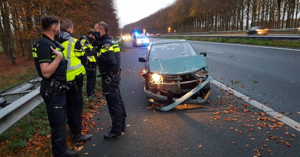 Spookrijder veroorzaakt ongeval op A18, politie neemt vrouw mee.