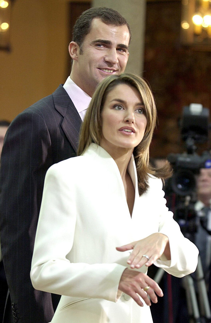 Letizia Ortiz Rocasolano toont haar 'goedkope' verlovingsring.