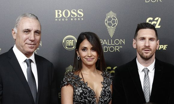 Hristo Stoichkov met Lionel Messi en partner Antonella.