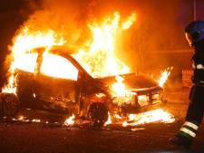 Voor derde nacht op rij autobrand in Oss, nu in Van Raaltestraat