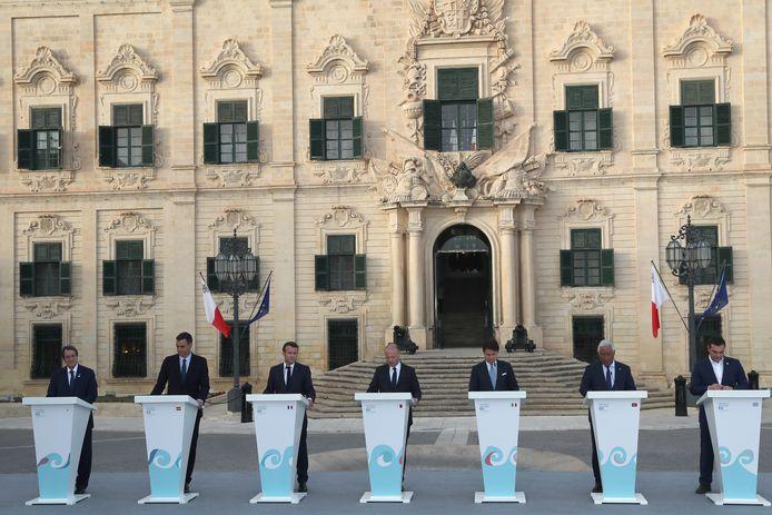 De zeven leiders van de Med7 op de afsluitende persconferentie in de Maltese hoofdstad La Valetta. V.l.n.r.: epa07648801 de Cypriotische president Nicos Anastasiades, premier Pedro Sanchez van Spanje, de Franse president Emmanuel Macron, premier Joseph Muscat van Malta, de Italiaanse minister-president Giuseppe Conte, premier Antonio Costa van Portugal en de Griekse premier Alexis Tsipras.