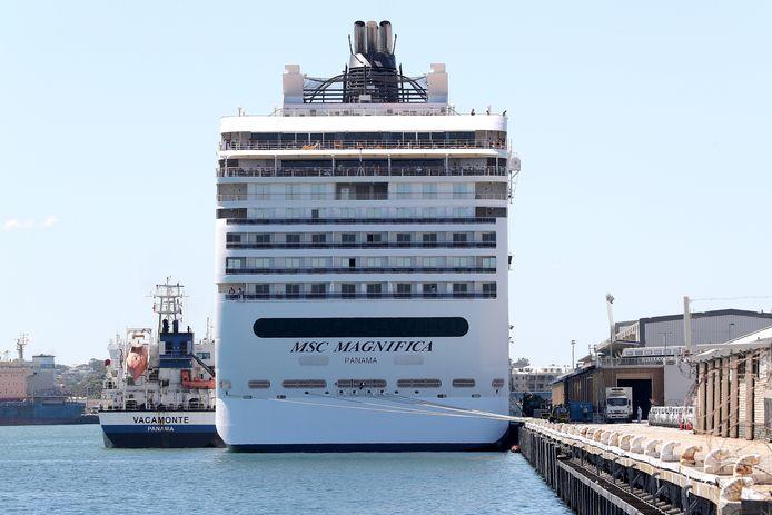 De MSC Magnifica in een haven aan de westkust van Australië. Het schip kon alleen bijtanken, niemand mocht van de Australische overheid van boord.