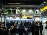 Gedupeerde reizigers Eindhoven Airport: 'Het was totale gekte'