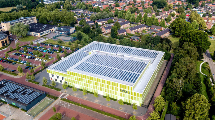 De zonnepanelen op sporthal Arcus in Wijchen.