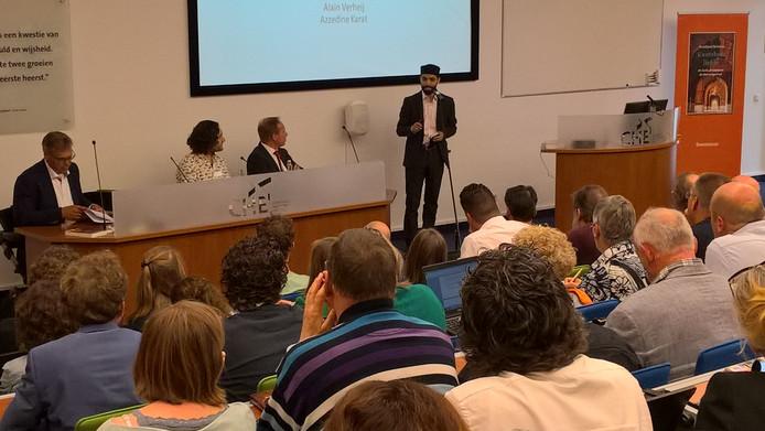 Imam Azzedine Karat aan het woord op de CHE.