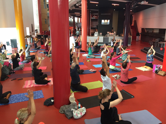 Yoga in het Chassé Theater.