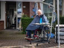 Mary (60) zet haar verlamde man op straat: 'We kunnen niet meer'