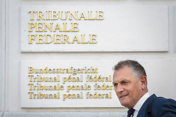 Jérome Valcke komt aan bij de Zwitserse rechtbank.
