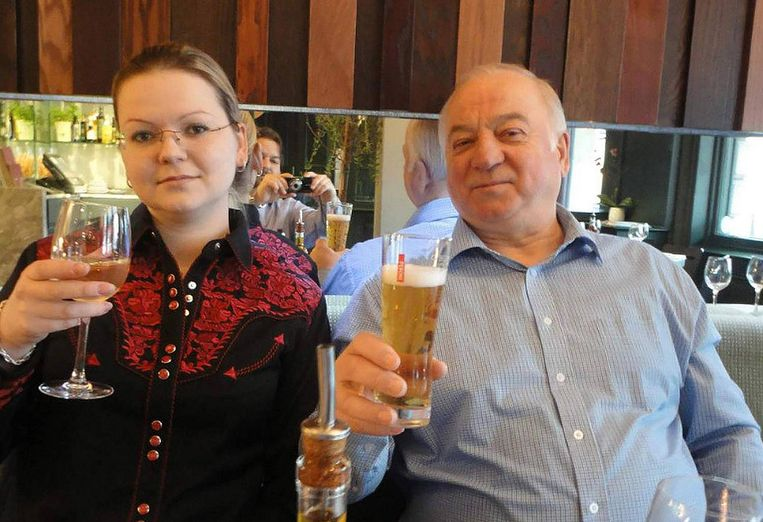 Joelia Skripal en haar vader Sergej.  Beeld East2west News