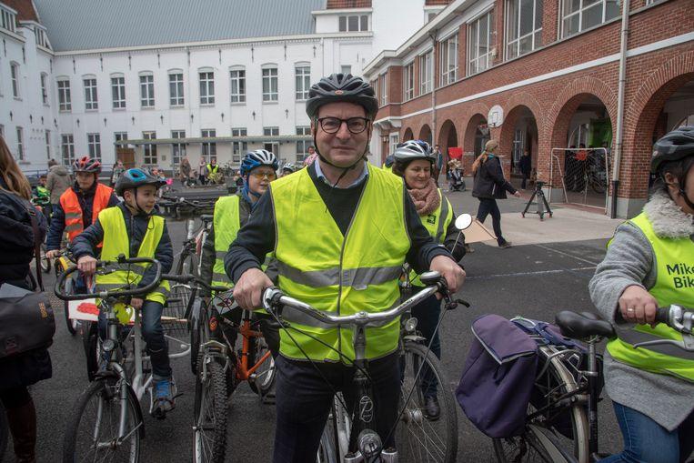 Kersvers minister van Milieu Koen Van den Heuvel (CD1V) trapt in Wetteren de Dikketruiendag op gang.