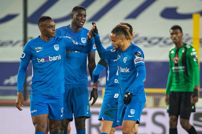 Theo Bongonda wordt bejubeld.