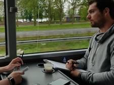 Undercoveragenten in touringcar pakken telefoongebruik achter het stuur op A50 aan