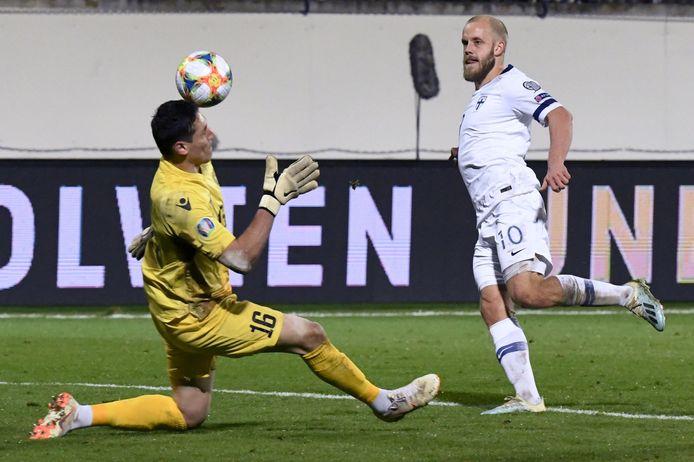 Teemu Pukki scoort stijlvol tegen Armenië,  dat in de vorige wedstrijd met 3-0 opzij werd gezet.