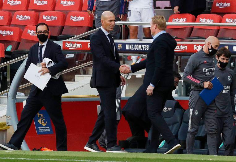 Ronald Koeman schudt na afloop de hand van Zinedine Zidane, trainer van Real Madrid. Beeld Reuters