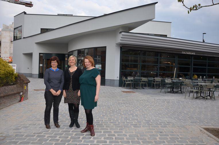 Schepen Van Hoorick, Elke Clompen en An Verstraeten ontvangen de Lokeraars zaterdag graag voor het openingsfeest van het vernieuwde CCL.