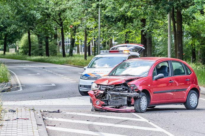 Het ongeval gebeurde nadat een automobiliste een passerende auto op de Heikantlaan over het hoofd zag.