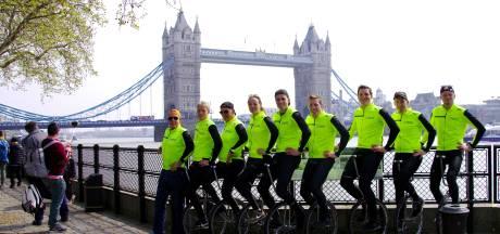 Eenwieleraars Juliana zijn vanuit London hun tiendaagse tocht naar Millingen gestart